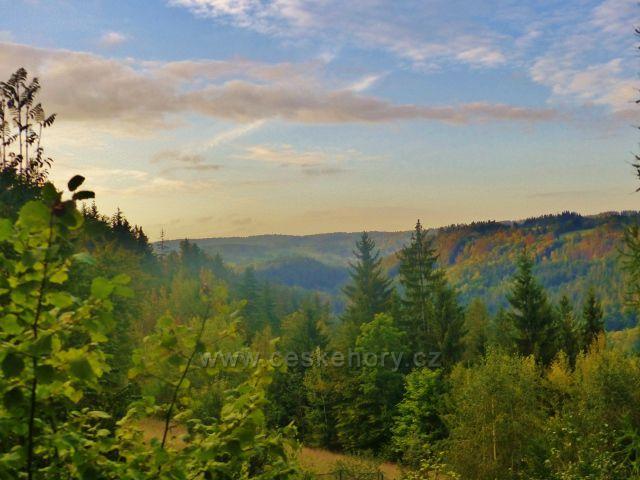 Pohled ze Závrší do údolí Jizery