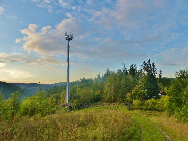 Vysílač nad Líšným u trasy po žluté TZ ze Železného Brodu na Malou Skálu