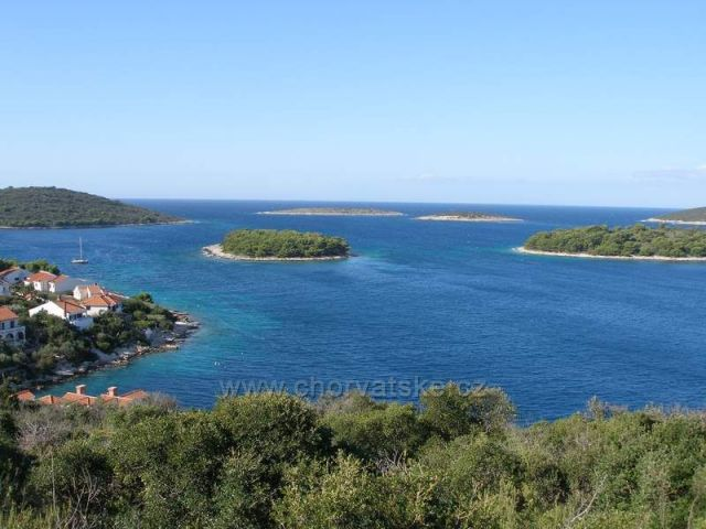 Maslinica - ostrůvky na západ