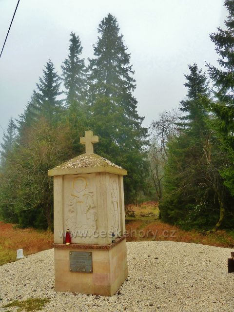 Kletno - pomník(kaplička) v sedle Sniežnická