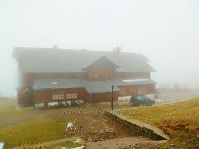 Schronisko Na Sniežniku se opět halí do mlhy