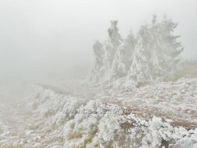 Nastupující zima na vrcholu Králického Sněžníku