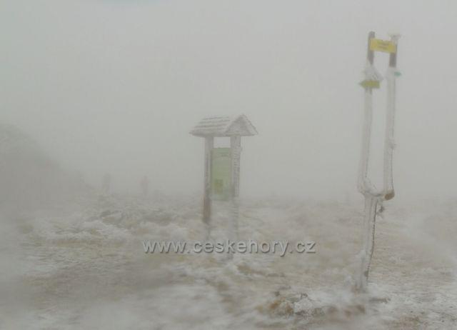 Polský rozcestník na vrcholu Králického Sněžníku