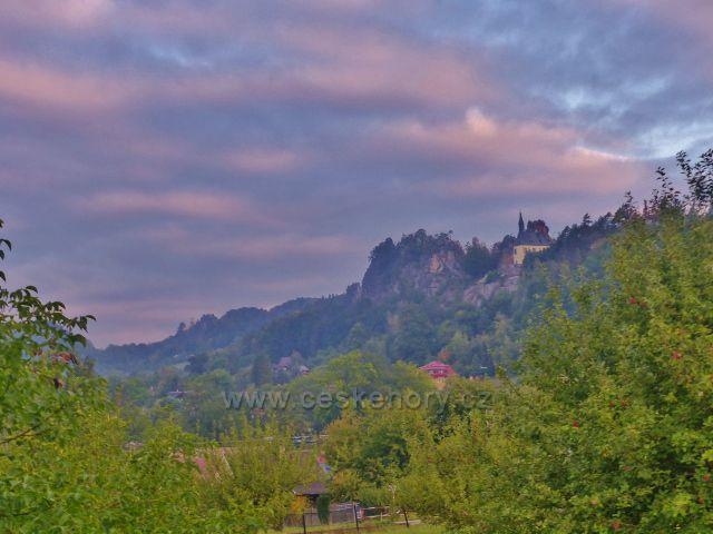 Malá Skála - raní pohled k Frýdštejnu