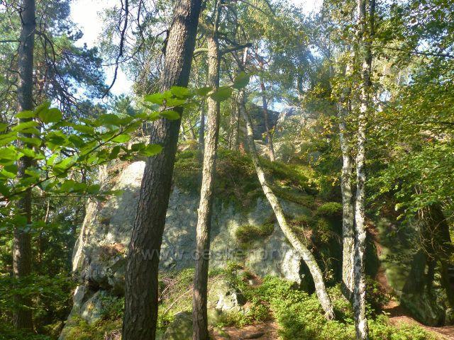 Kozákov - boční pohled na skalní útvar s Drábovnou