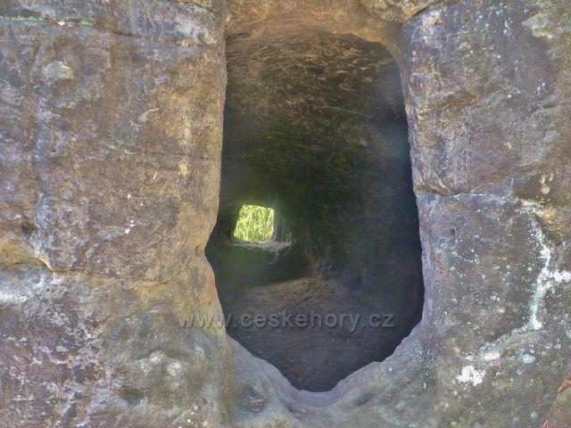Kozákov - vlastní jeskyně Kozákovská Drábovna