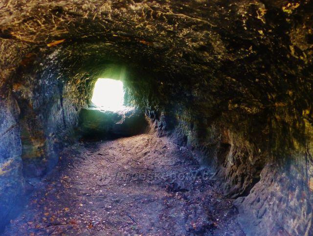 Kozákov - interiér jeskyně Kozákovská Drábovna