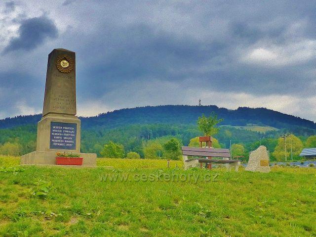 Památník obětem 1.Světové války v obci Loktuše(v pozadí je vrch Kozákov s rozhlednou)