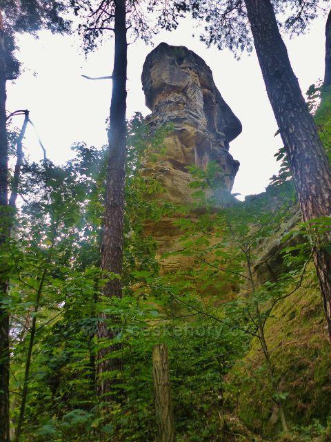 Klokočí - areál zříceniny skalního hradu Rotštejn