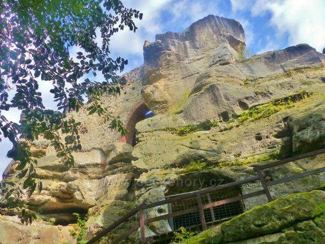 Klokočí - areál skalního hradu Rotštejn