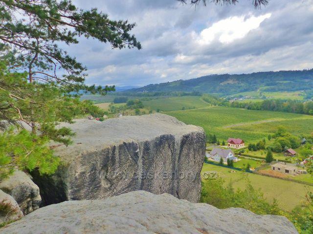 Klokočské skály - vyhlídkové místo nad obcí Klokočí