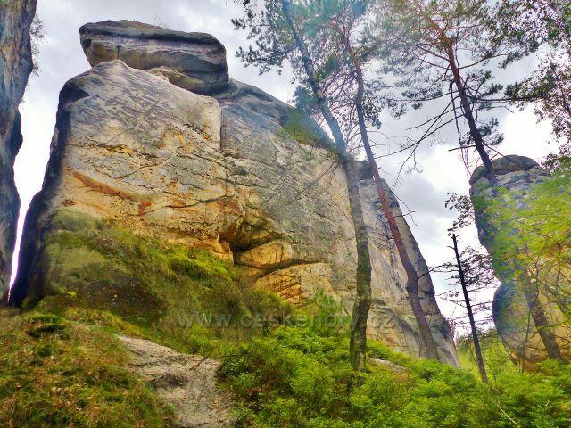 Klokočské skály - skalní věž Pekelník