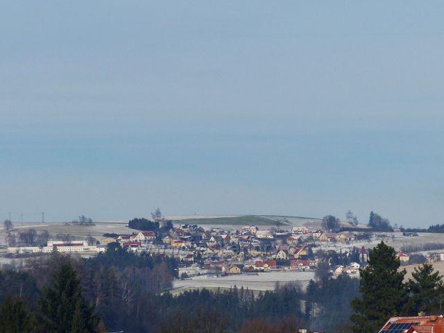 Pohled na Faltusův kopec (638 m.n.m.) a Sobkovice na jeho úbočí