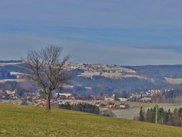 Pohled z Cikánského kopced na Jablonné nad Orlicí a Sobkovice nad ním