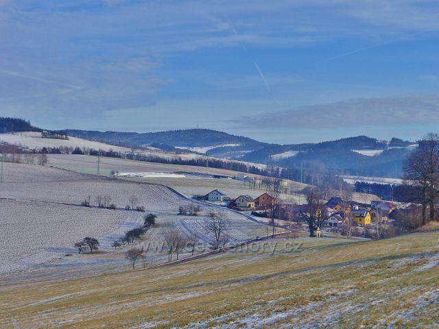 Pohled k Čenkovickému údolí a Bukovou horu nad ním
