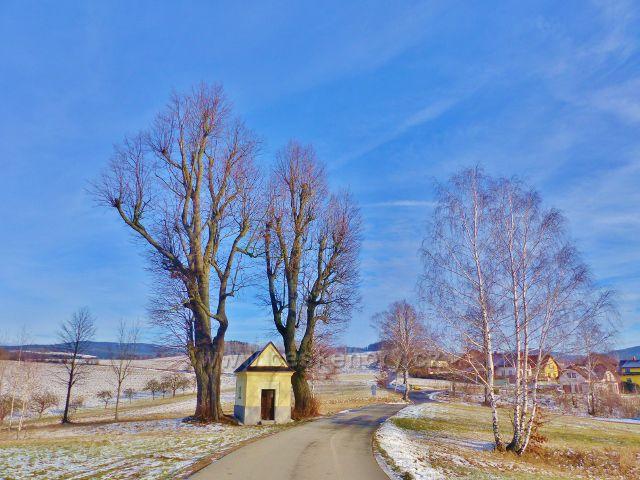 Kaplička na horním konci obce Bystřec