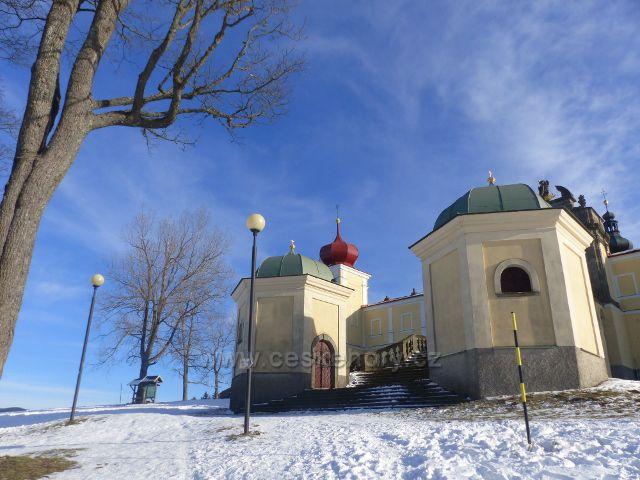 Králíky - boční kapličky u vstupního schodiště do klášterního areálu