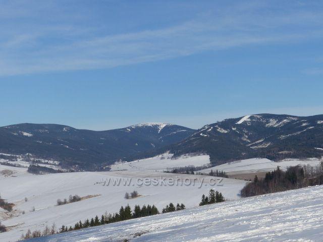 Králíky - pohled z výhledového místa u kláštera na masív Králického Sněžníku