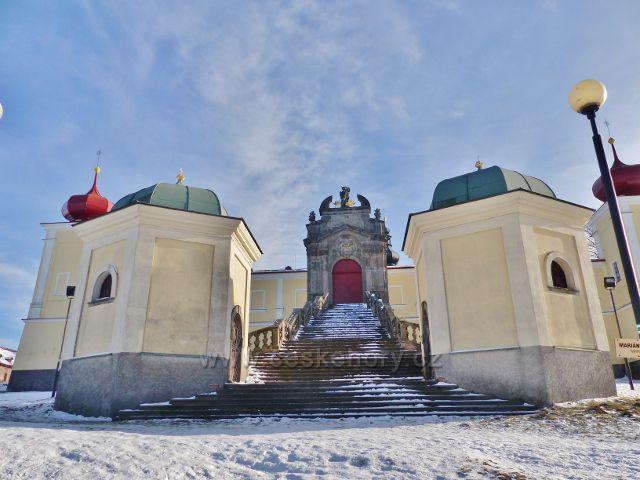 Králíky, Mariánský kopec - schodiště a vstupní portál do areálu kláštera Hora Matky Boží Hedeč