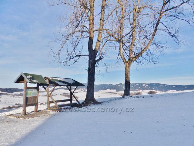 Králíky,Mariánský kopec - přístřešek na rozhledovém místě u kláštera Hedeč