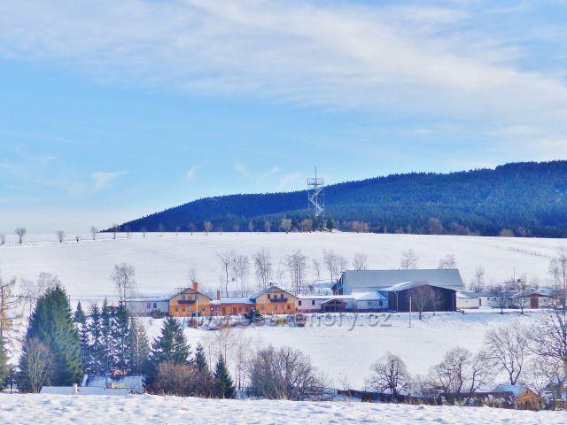 Králíky, Dolní Hedeč - zemědělský objekt na úbočí vrchu Val pod stejnojmennou rozhlednou