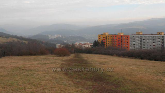 výhled z Erbenovy vyhlídky na sídliště Dobětice