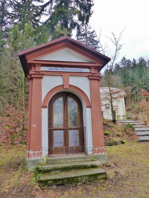 Malé Svatoňovice - jedna z kapliček v Mariánském sadu