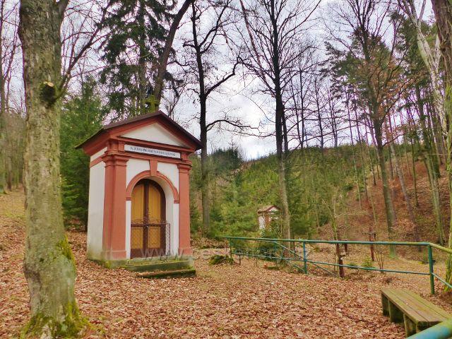 Malé Svatoňovice - kaplička a areálu Mariánského Sadu