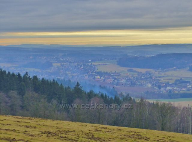 Malé Svatoňovice - pohled z Předních Hor ke Rtyni v Podkrkonoší