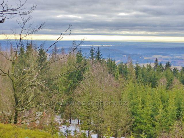 Jestřebí hory - pohled z výhledového místa pod Žaltmanem k vodní nádrži Rozkoš