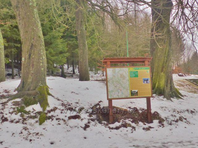 Jestřebí hory - orientační a informační panel Svazku obcí Jestřebí hory před Jestřebí boudou