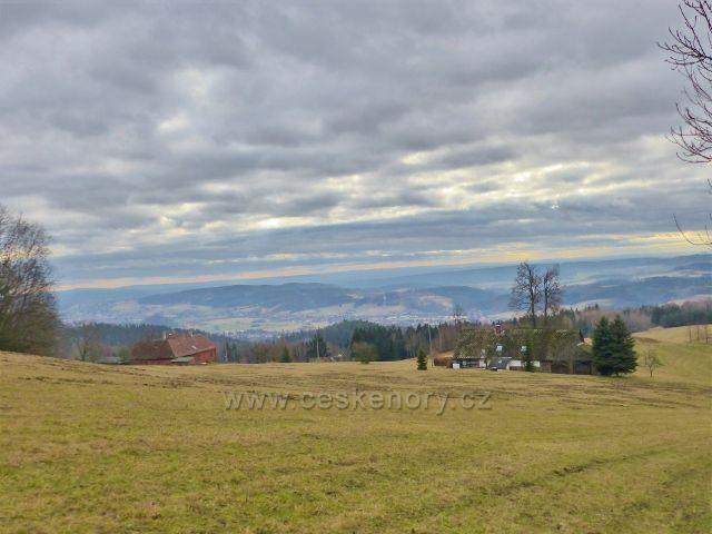 Malé Svatoňovice - pohled z pastviny Na Horách k Malým i Velkým Svatoňovicím