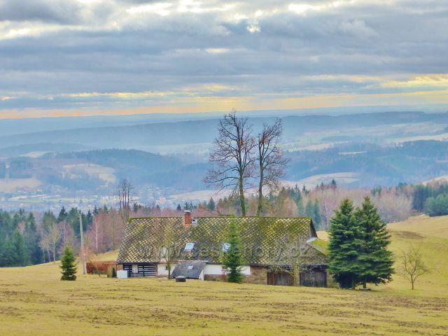 Malé Svatoňovice - chalupa uprostřed pastvin Na Horách