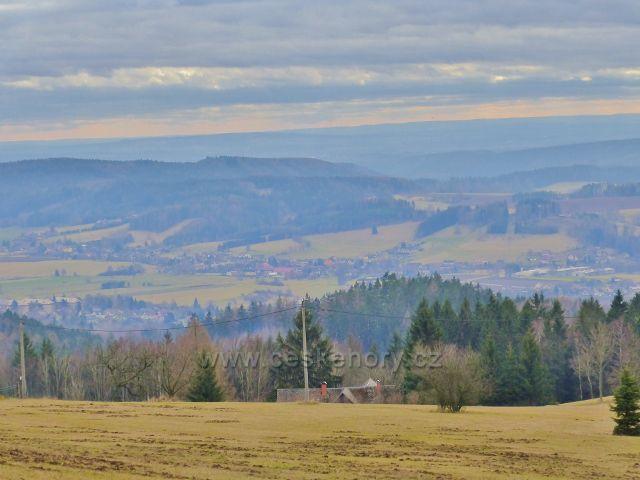 Malé Svatoňovice - pohled z pastvin Na Horách k Úpici