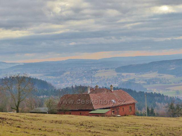 Malé Svatoňovice - pohled z pastvin Na Horách ke Rtyni v Podkrkonoší