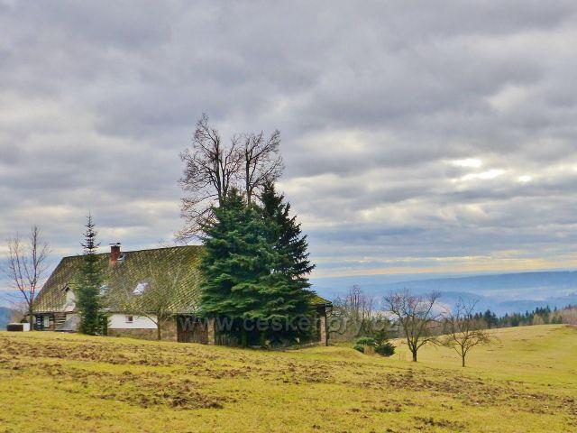 Malé Svatoňovice - podhorská chalupa uprostřed pastvin Na Horách