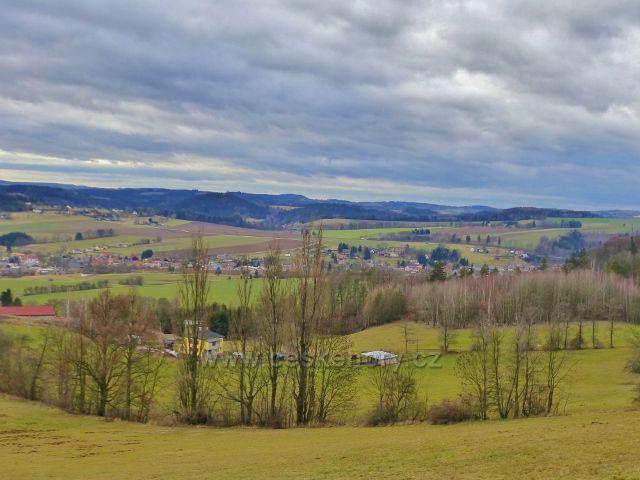 Malé Svatoňovice - pohled ze Schejbalovy ulice k Markušovicím