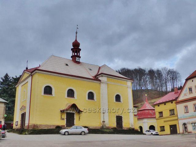 Malé Svatoňovice - kostel sv. Panny Marie Sedmiradostné na náměstí Karla Čapka