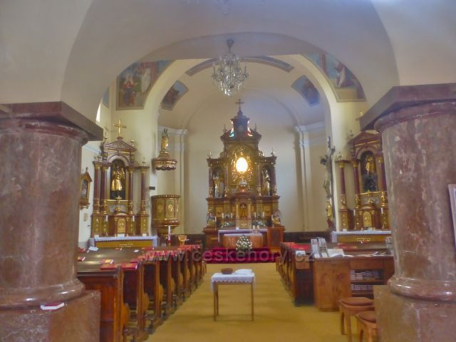 Malé Svatoňovice - interiér kostela sv. Panny Marie Sedmiradostné