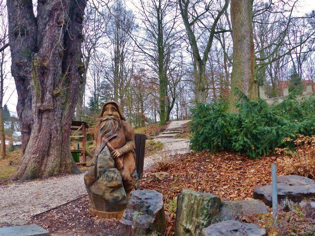 Malé Svatoňovice - okraj parku zasahuje až do náměstí Karla Čapka