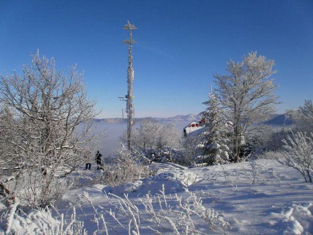 Vrchol Velkého Javorníku s výhledem na Lysou horu