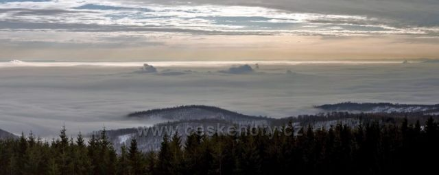 Výhled z Vlčí hory na Dlouhé Louce