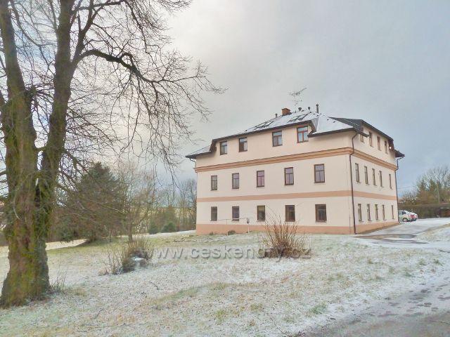 """Kunvald - budova """"staré"""" školy"""