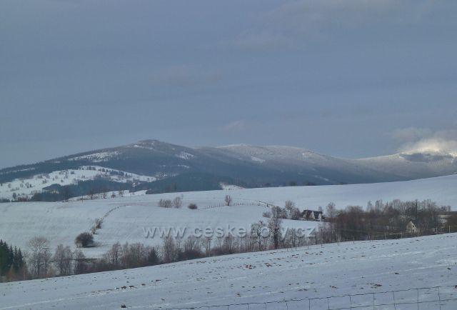 Králíky - pohled na masiv Králického Sněžníku od Jeleního vrchu až po Králický Sněžník