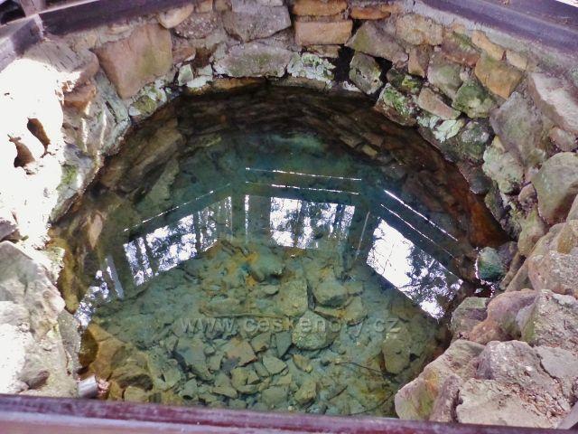 Vrbice - průzračná voda Vrbické studánky