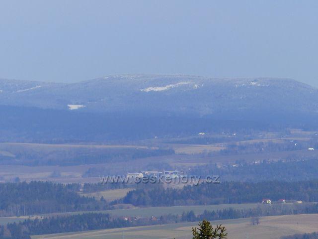 Vrbice - pohled z cesty Dr. Jarkovského k pásmu Orlických hor.