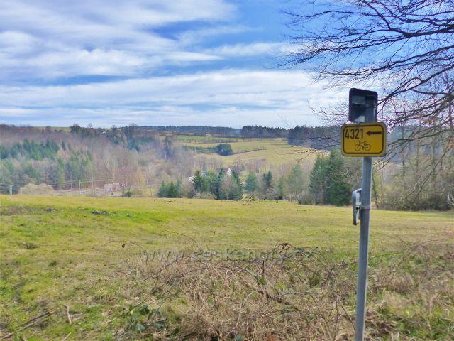 Potštejn - cyklistický rozcestník nad osadou Nové Litice