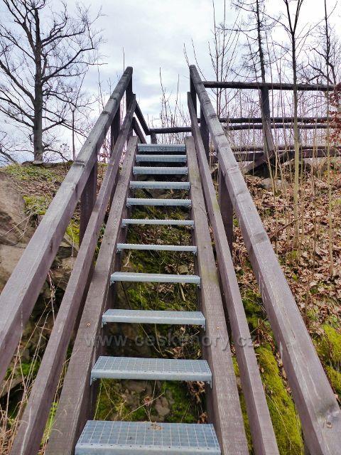 Potštejn - schody k horní výhledové plošině na zřícenině hradu Velešov