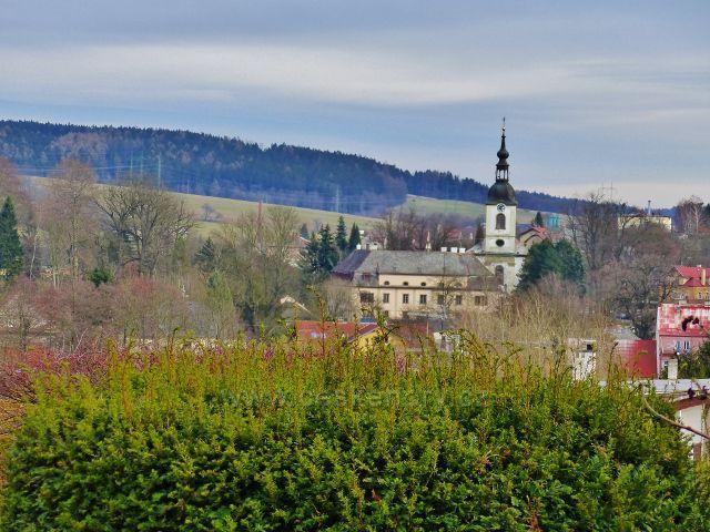 Potštejn - pohled na zámek a kostel sv. Vavřince