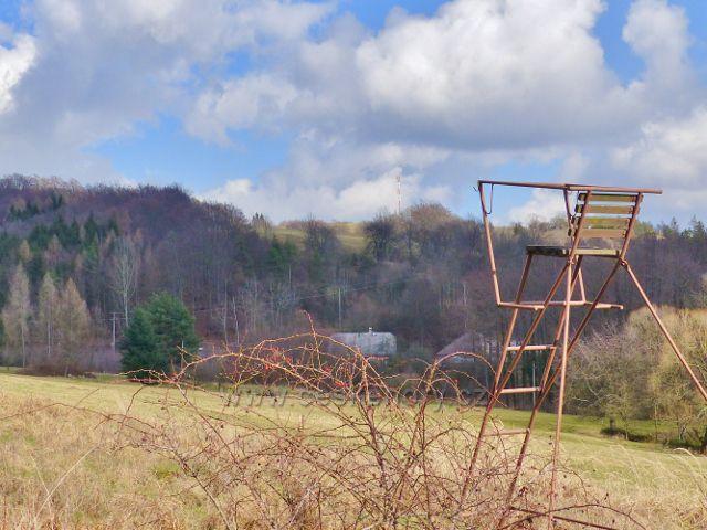 Proruby - z posedu u cesty do Potštejna lze sledovat i dění kolem telekomunikační věže na Kapradi